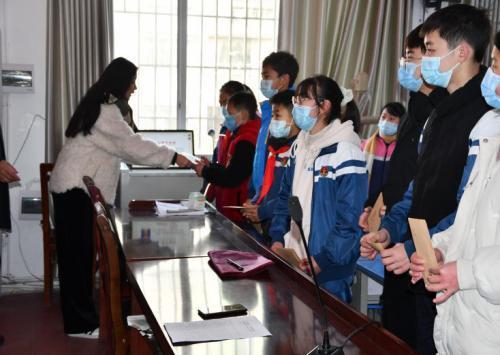 """""""爱满宣汉5.28""""公益活动在宣汉县清溪镇中心小学举行"""